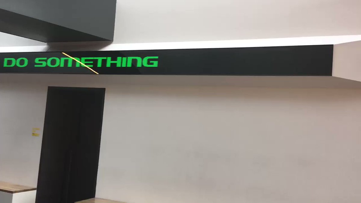 Scrolling LED sign in the HDC. #GoDucks .@CoachTaggart rebrand is everywhere. https://t.co/nYiU9XyhcK