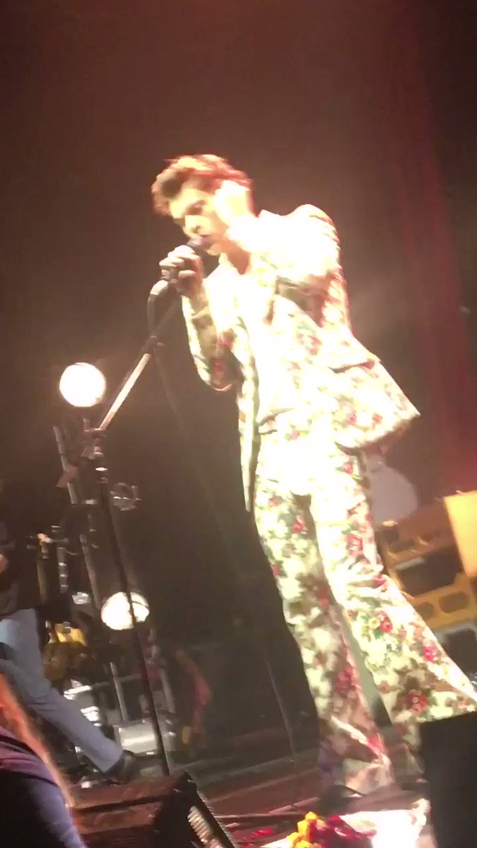 �� | Harry singing The Chain by Fleetwood Mac tonight in San Francisco. • September 19, 2017 https://t.co/uBRgMdk9RF
