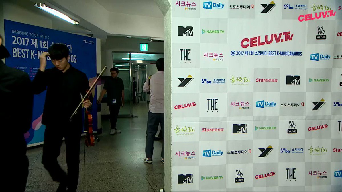 170920 Soribada Awards EXO Backstage https://t.co/XjCzaibS7R