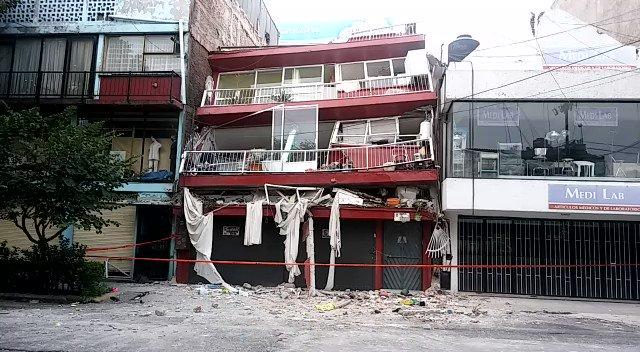 #MinutoAMinuto: Los estragos del #terremoto en la #CdMx https://t.co/cB9AUNjzWM #FuerzaMéxico https://t.co/R9BhSxO7zQ