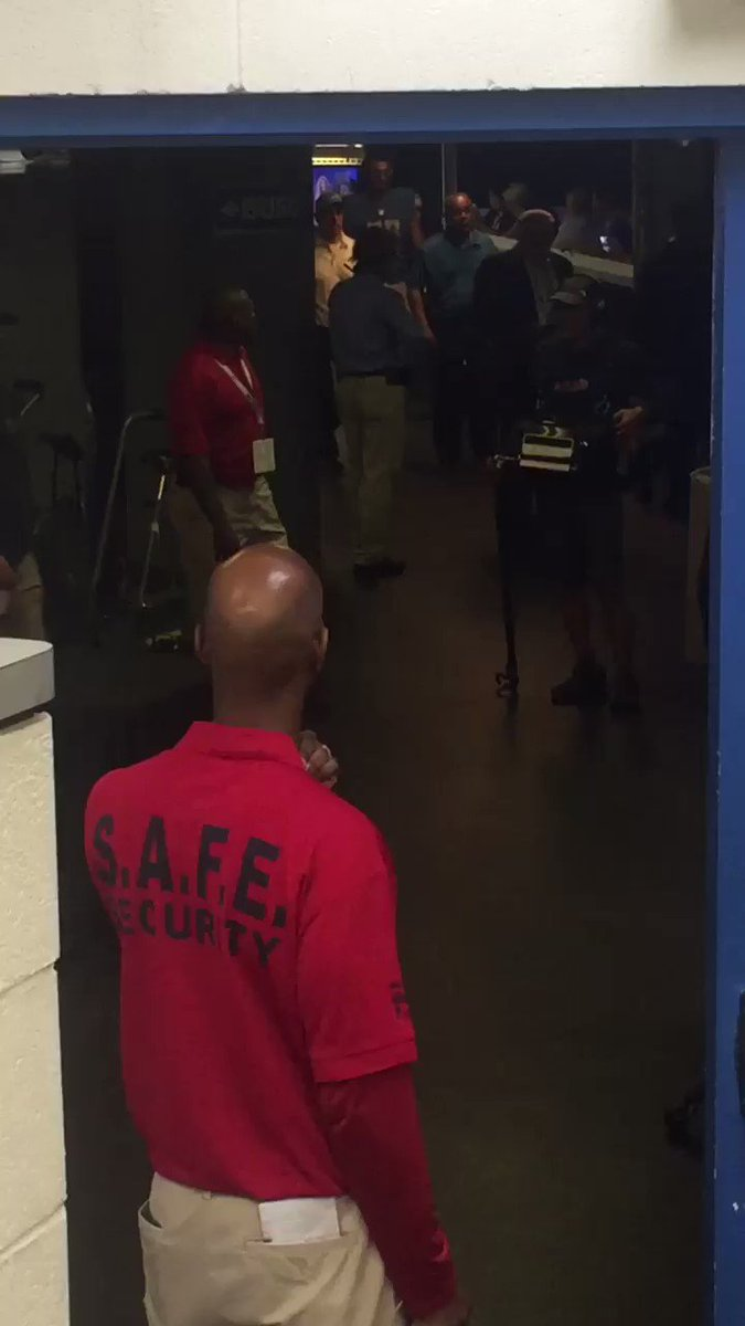 To make matters worse for the #lions. The food is on fire at Ford Field by the locker room. https://t.co/aLFNDj4kc3