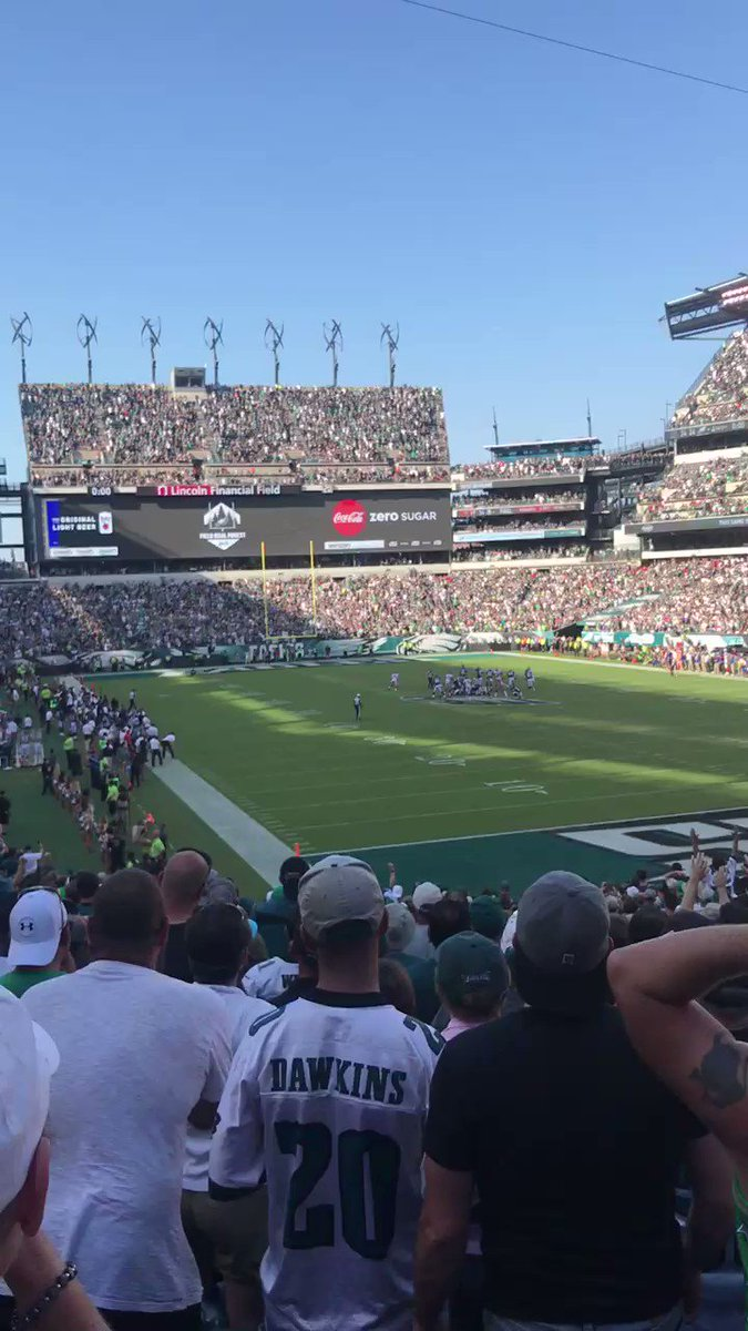 Probably the best reaction from @LFFStadium: Jake Elliott's parents. #FlyEaglesFly https://t.co/5sy9IKjk0L