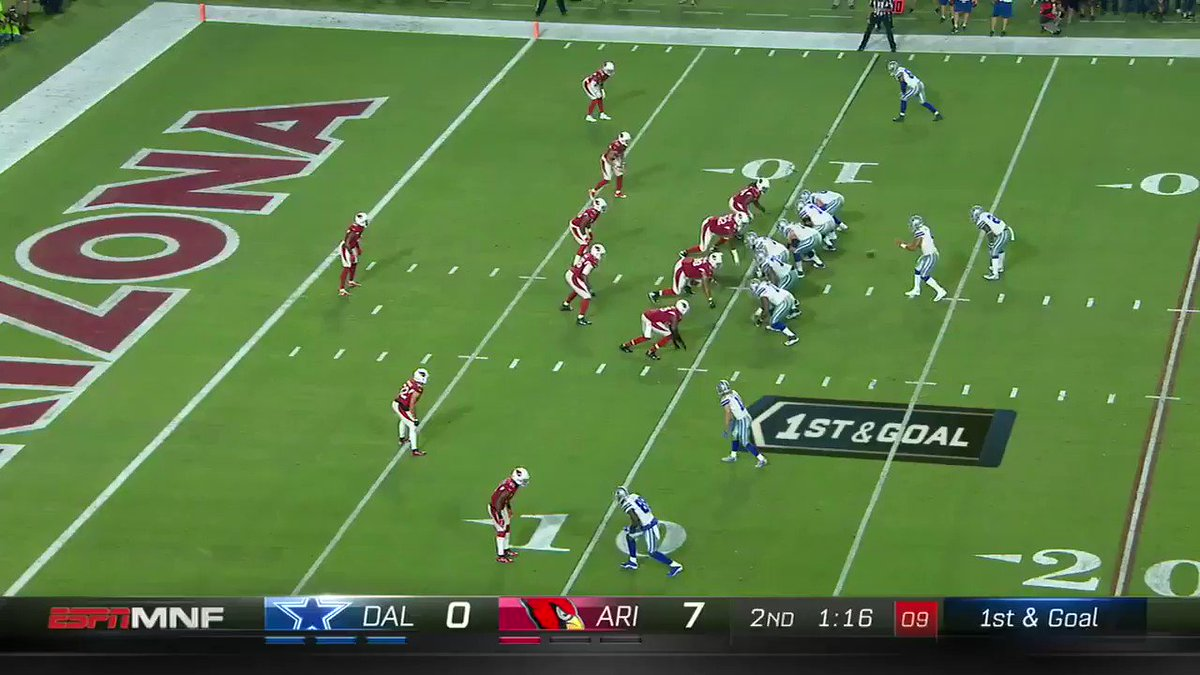 Dak did it himself to tie things up at the half. https://t.co/smR9uJVWyU