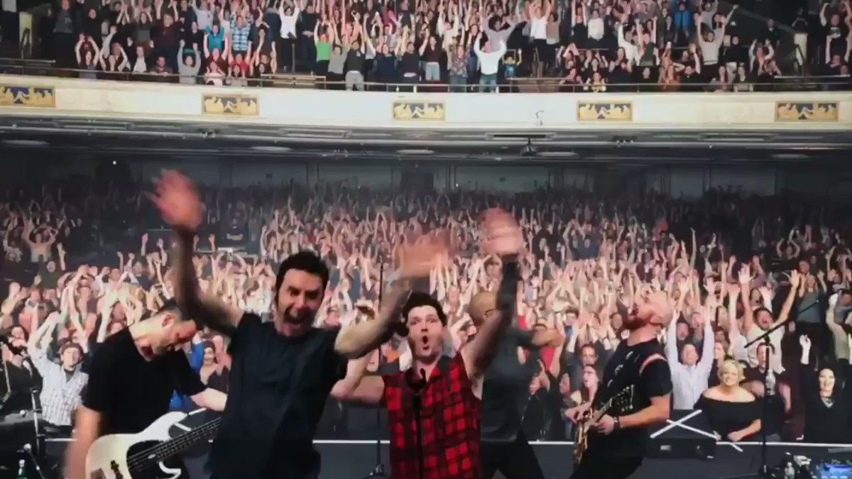 Boston thanks for an amazing night! ���� So good to be playing shows in the US again!! https://t.co/uxR7nt28tM