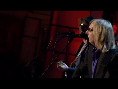 Here is Tom Petty & Prince performing 'While My Guitar Gently Weeps,' a tune that currently fits our mood right now. https://t.co/XnaYtRQyu6