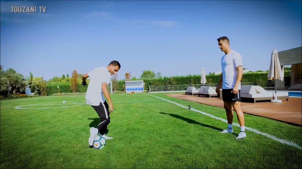 La clase magistral de malabares entre Cristiano Ronaldo y un famoso freestyler. https://t.co/7LscfguU8S