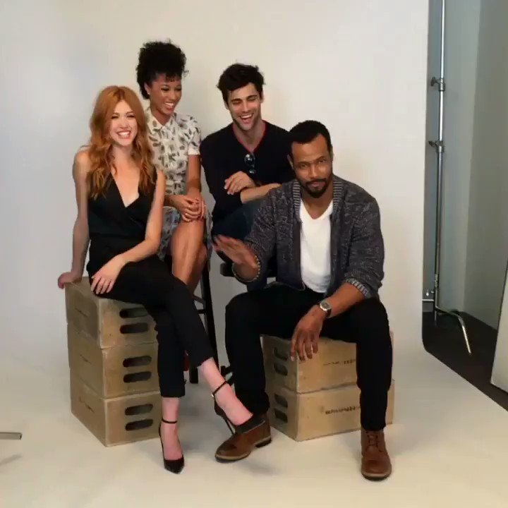 Behind the scenes with @Vulture at @NY_Comic_Con. �� #ShadowhuntersNYCC https://t.co/ymEQyl5cPo