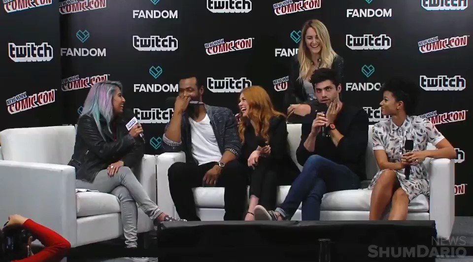 #MATT | @MatthewDaddario on Alec: 'Sometimes he is his own worst enemy.' #NYCC2017 https://t.co/MXjXbsFPJc
