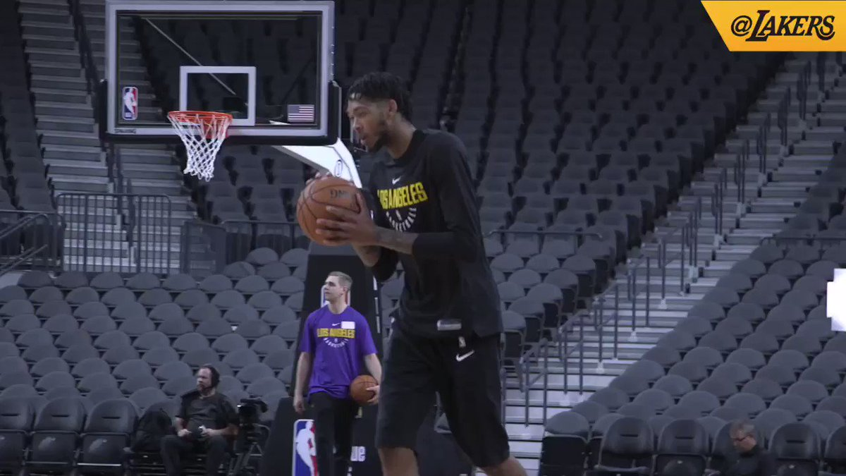 B.I. getting loose #LakeShow https://t.co/oKqI51CLAI