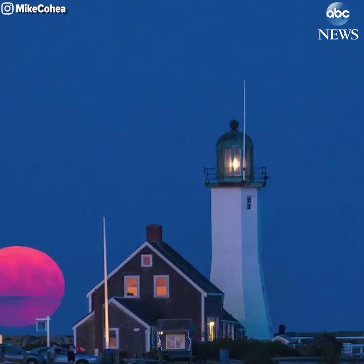 Stunning timelapse video shows harvest moon rising