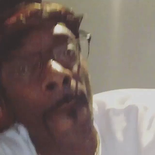 Uncle @snoopdogg salutes @eminem �� #hiphopawards https://t.co/ib0g1ZAzRb
