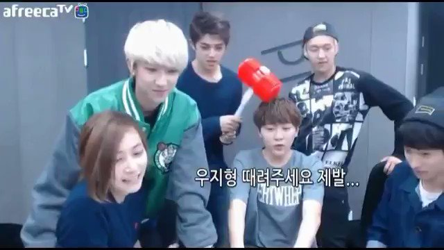 CAN U SEE CHEOL REALLY PECKED AT SEUNGKWAN'S HEAD OMG IM- https://t.co/GRsJlAhp0g