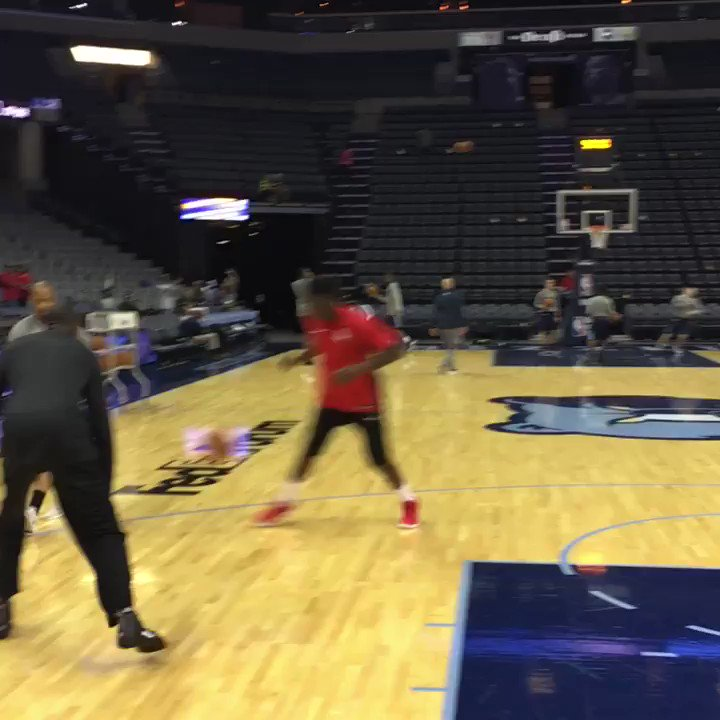 You get a dunk, you get a dunk, you get a dunk!   @CapelaClint putting in that work. �� https://t.co/SuY6rw8MWM