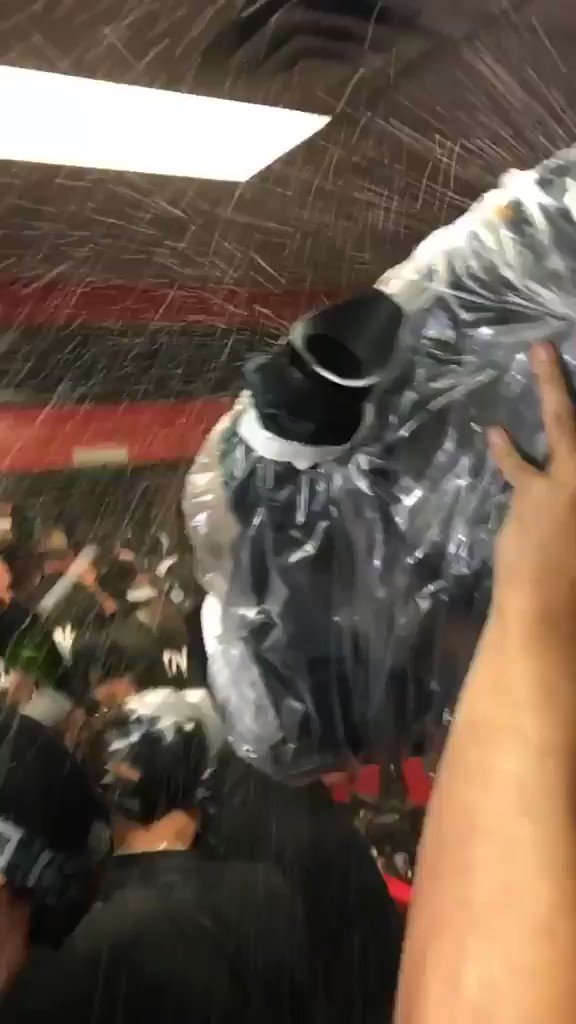 �� De Cleveland pa' el Bronx. . . ¡Hay celebración! �� #Postseason #LasMayores https://t.co/SXOZY2gN5X https://t.co/GAfsKilM8G