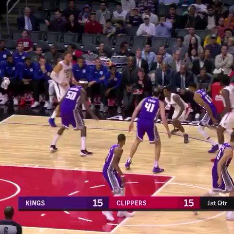 Blake Griffin gets it done.   ��: @NBATV https://t.co/uGyrFtkNkG