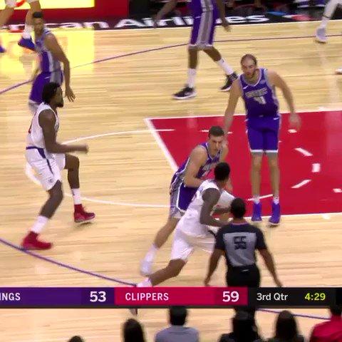 Lob. #NBAPreseason   ��: @NBATV https://t.co/zXEd52a8UV