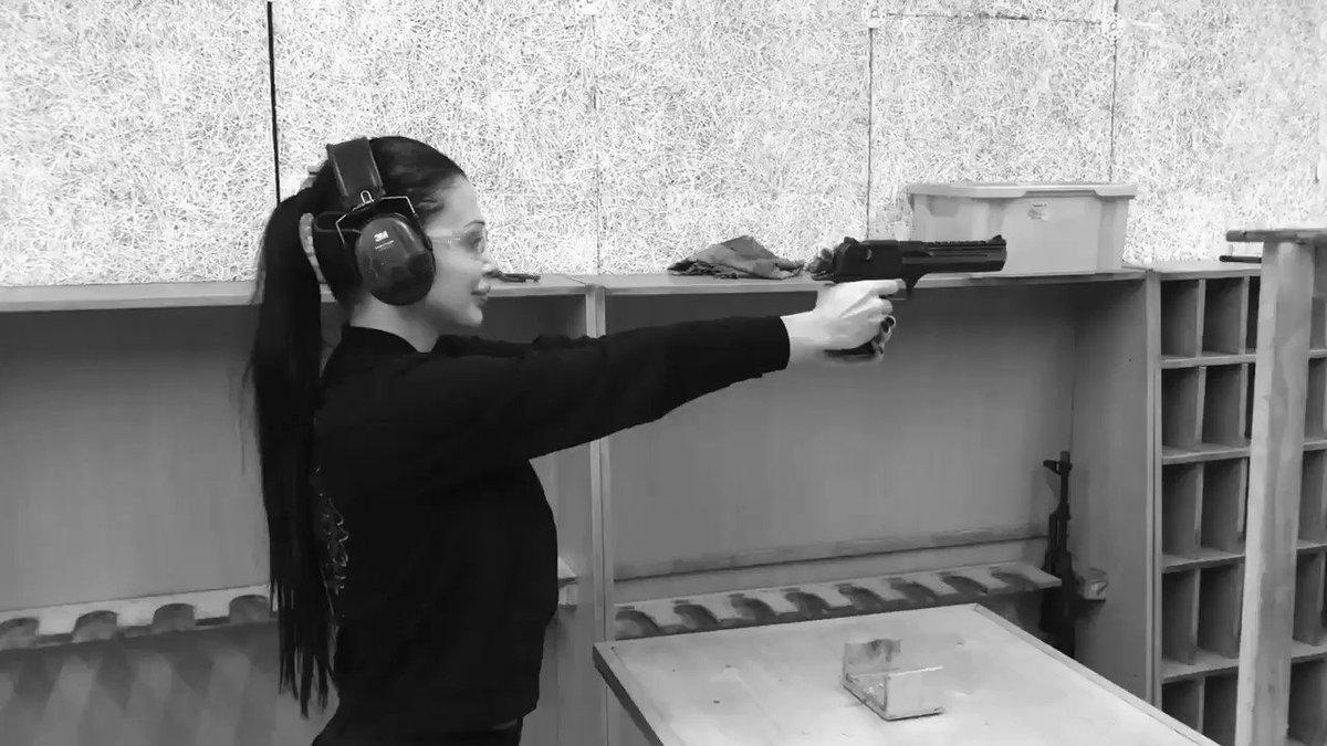 Shooting with Desert Eagle... It feels like orgasm when I shoot with it. 3g6mDytzlk
