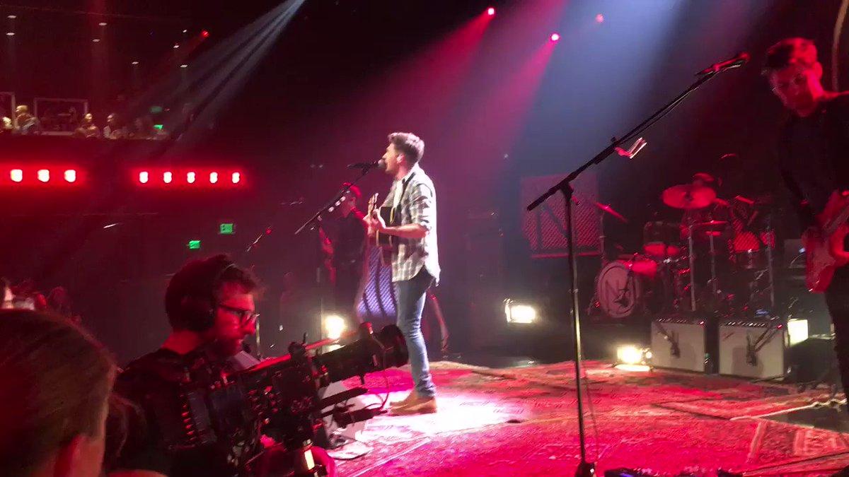RT @Grown1DARG: Niall cantando You And Me esta noche ❤️ #iHeartNiallHoran https://t.co/h3uifUYXI3