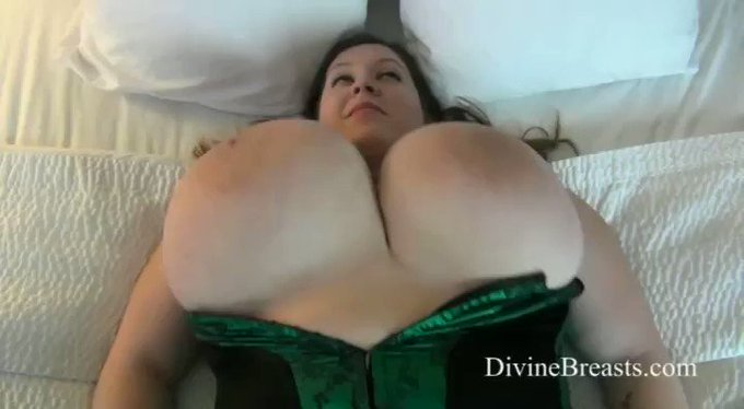 Mara On Back Jiggle Show see more at https://t.co/184o2cj5oW https://t.co/OIoLigPchK