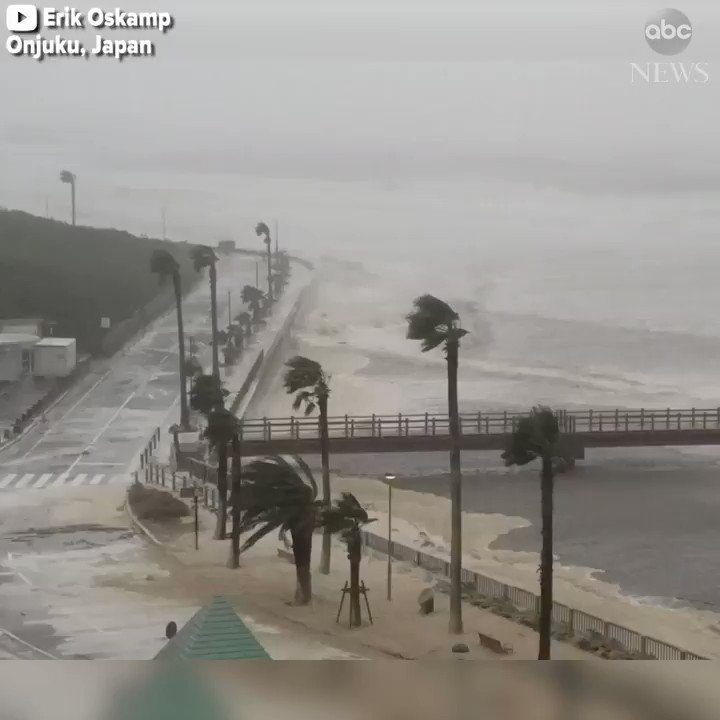 High winds batter coast of central Japan as powerful Typhoon Lan sweeps across country; at least 2 deaths reported https://t.co/6kHVnmSITi https://t.co/ISiHzknASN