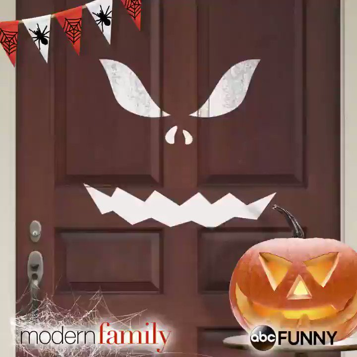 RT @SuperJMaguire: Tonight is the #ModernFamily Halloween! Watch @abcnetwork https://t.co/LMs1Q1AVUX