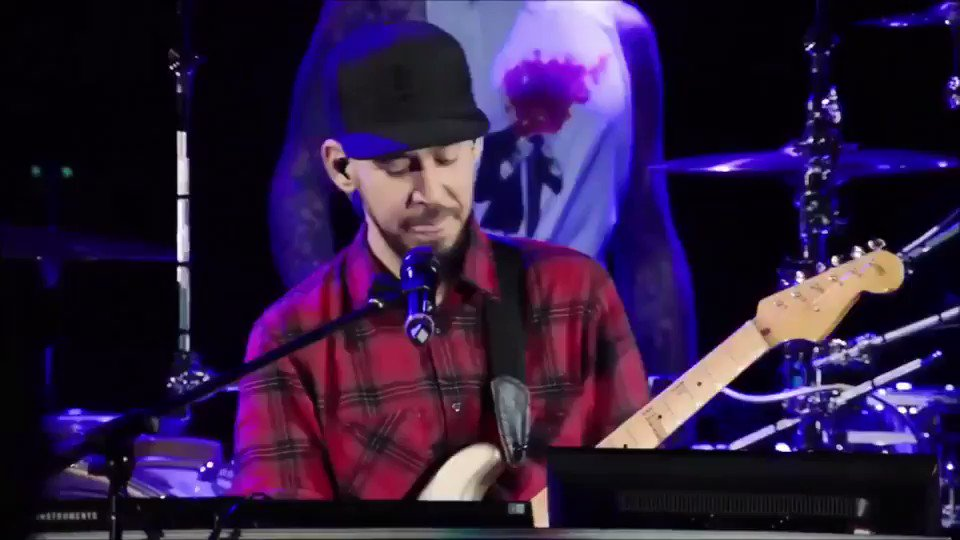 Honoring our dear friend @chesterbe | @linkinpark x @blink182 ������ #CHESTERFOREVER https://t.co/F0lU6oPfw4
