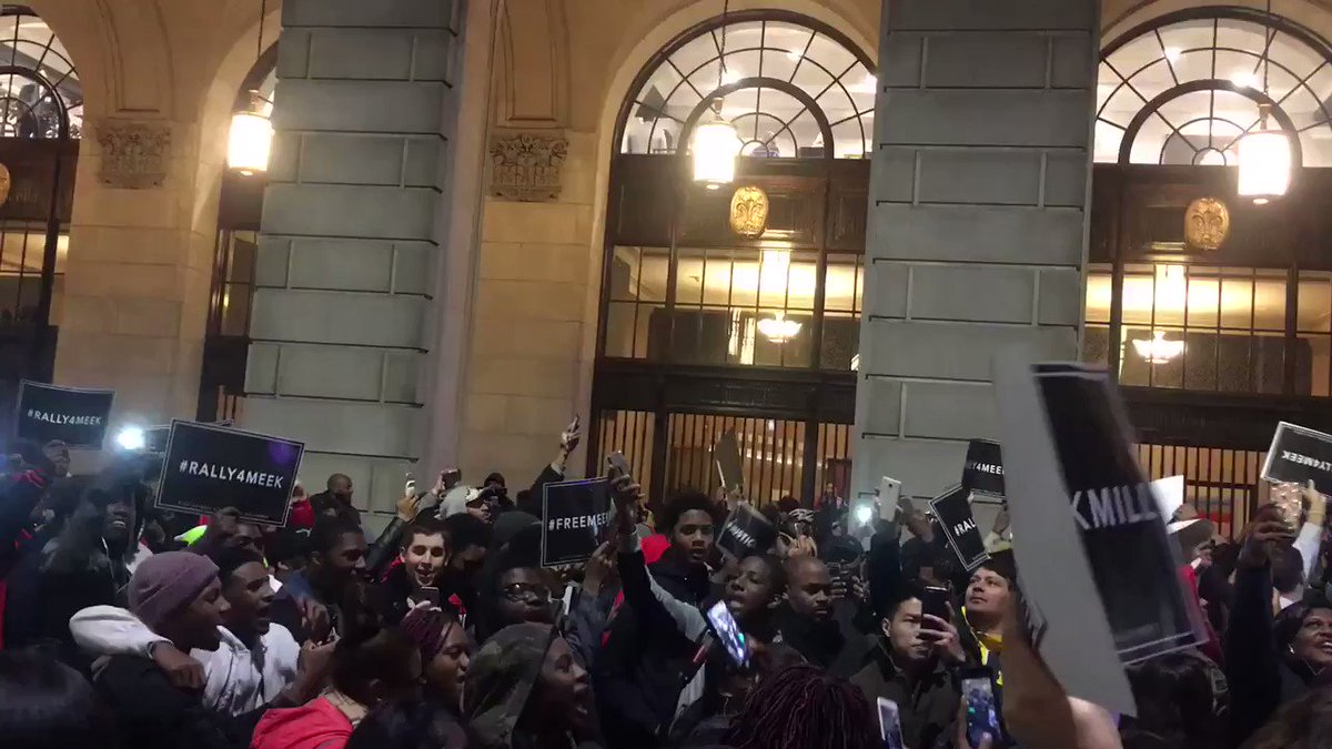 """Watch the crowd sing """"Dreams and Nightmares Intro"""" at the Meek Mill rally in Philadelphia. https://t.co/gfvoxTvlWA https://t.co/hIF4HeEa94"""