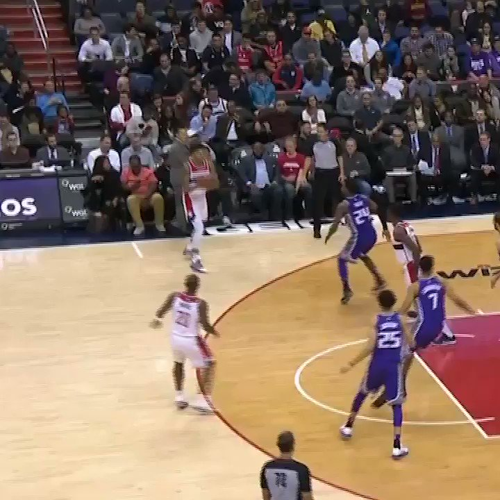 The dunk was smooth. The cross was smoother. https://t.co/f4Cbm0jzmb