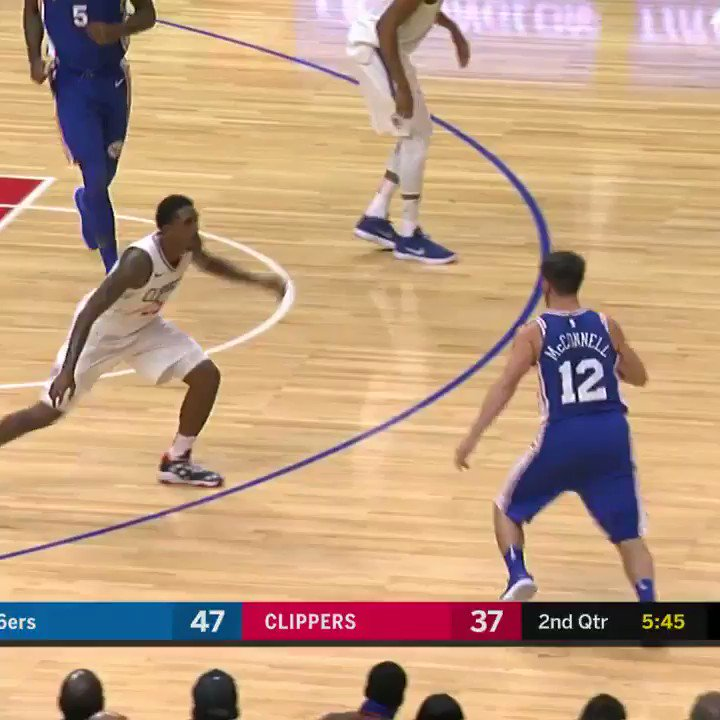 Ben Simmons finishes at the rim ���� https://t.co/XbCawexPJB