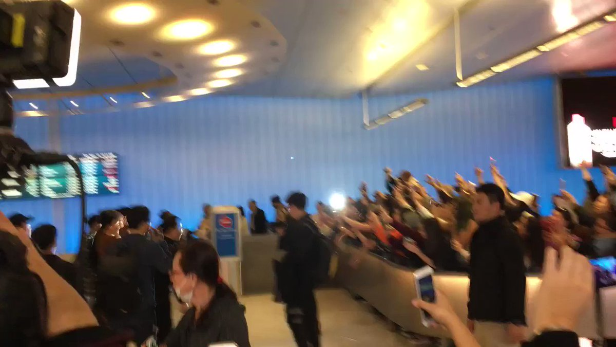 @BTS_twt THEY HAVE ARRIVED #WelcomeToUSBTS https://t.co/tCNGRkjGPB