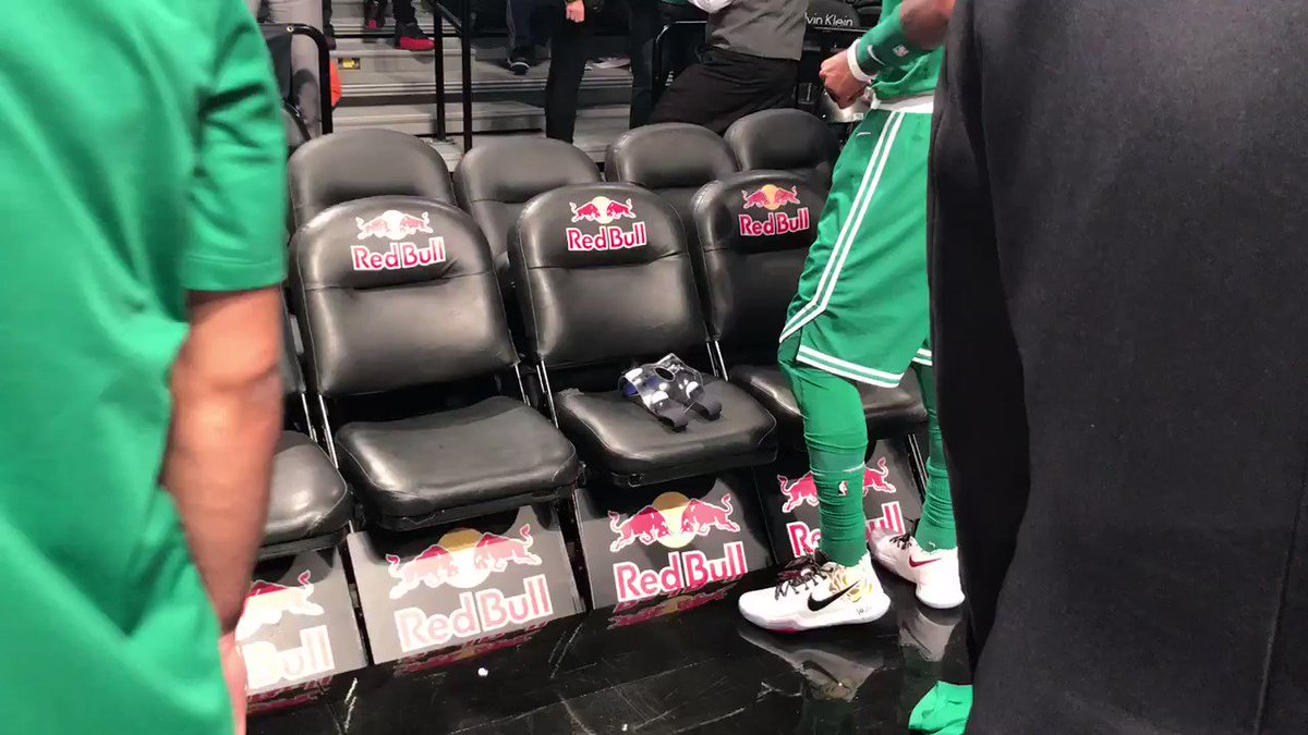 The #MaskedKyrie takes the floor in Brooklyn! https://t.co/MMG7uBCmWO