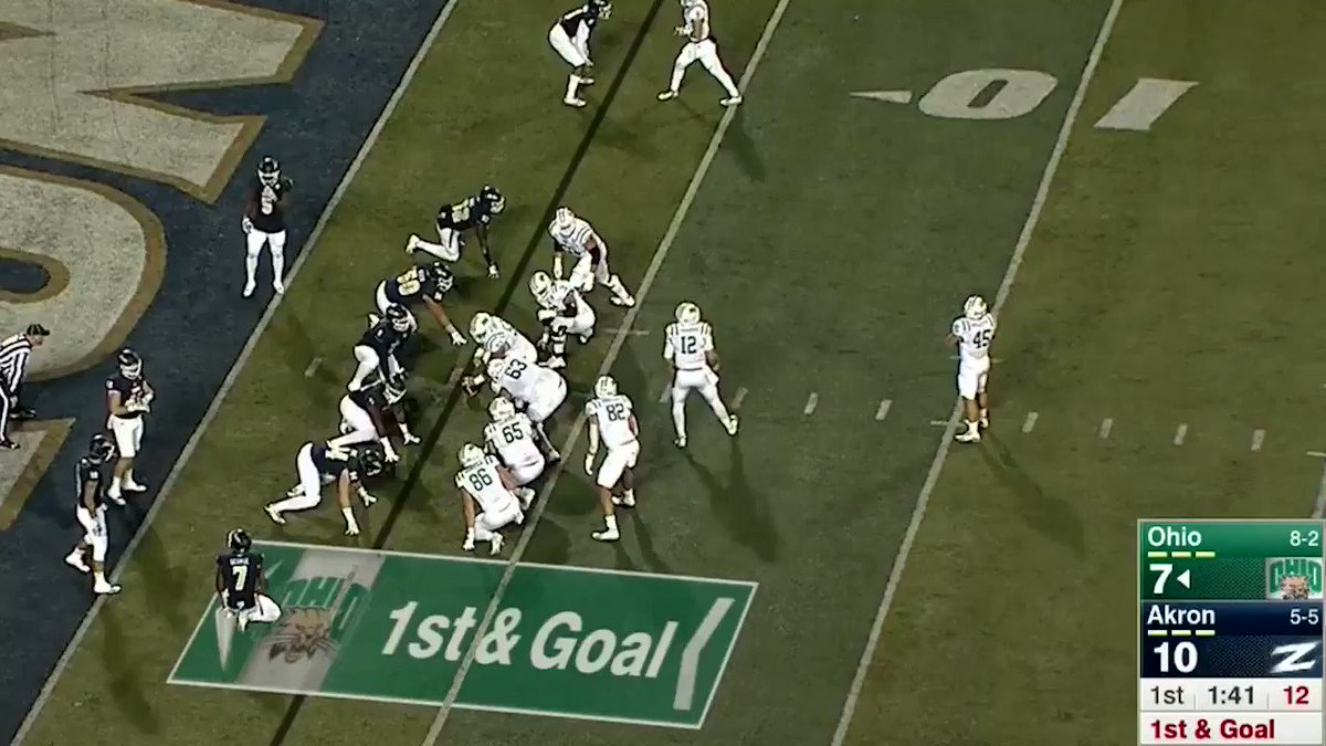 One of the more beautifully executed 3-yard plays you'll ever see. https://t.co/VE8oD1Mmnl