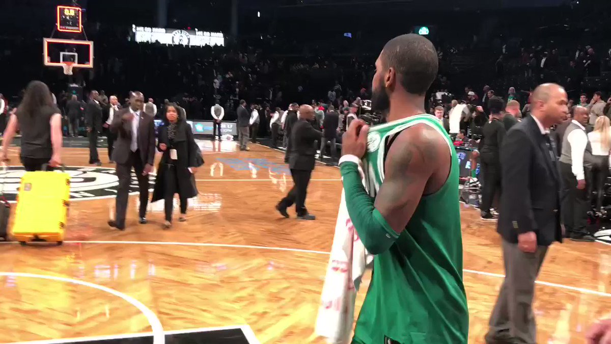 Beautiful moment in Brooklyn as @KyrieIrving gives up his jersey and #NBAKicks!   #HoopsForTroops #ThisIsWhyWePlay https://t.co/q54EQ9Xqko