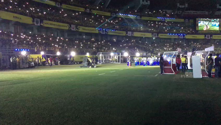 .@BeingSalmanKhan is here, ladies and gents!#LetsFootball #KERKOL #HeroISL