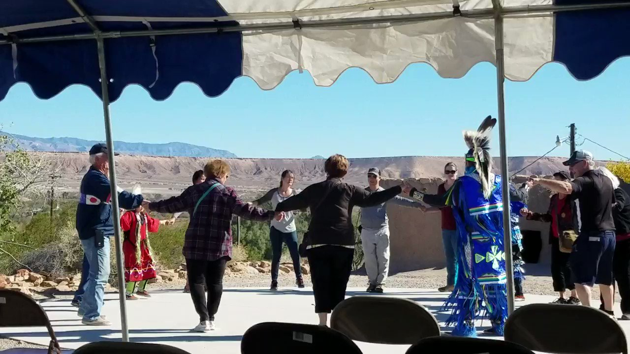 Native American day going on now!! delicious food, vendors and dancing https://t.co/AB0wkFdvcO
