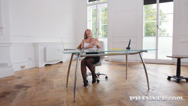 ⭐️@AlessandraJaneX Blonde Secretary fucks the boss on her first day with @RyanRyderxxx   👉https://t.co/nvcsqkijf6👈