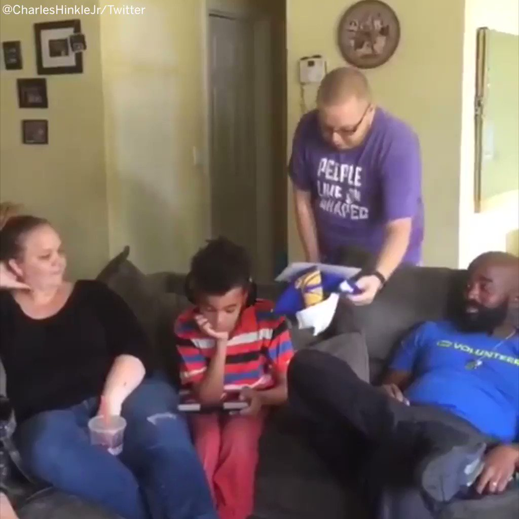 He surprised his nephew with Warriors tickets.   The reaction is priceless. https://t.co/PDZTRKmRtU