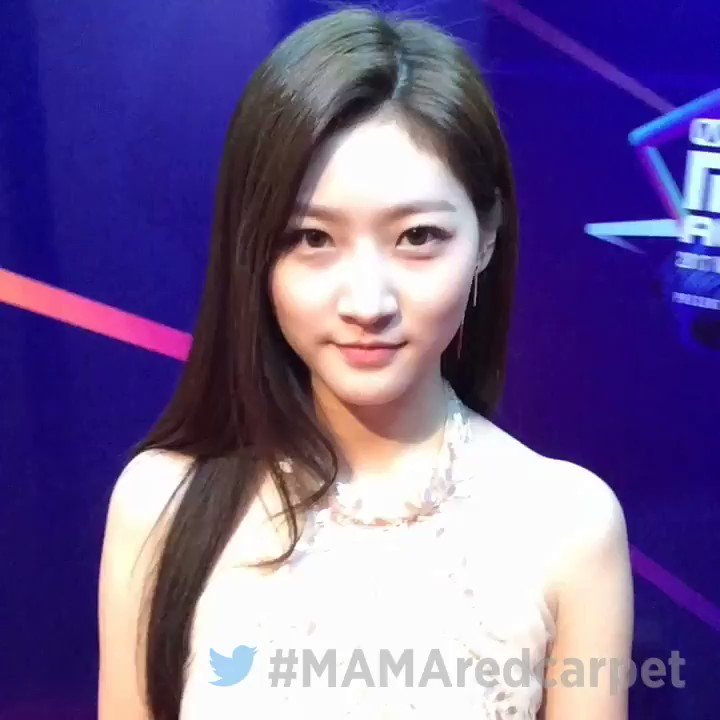 #2017MAMA Vote for Best Asian Style in Hong Kong with a tweet #MAMARedCarpet #KimSaeRon https://t.co/DrqzryUli3