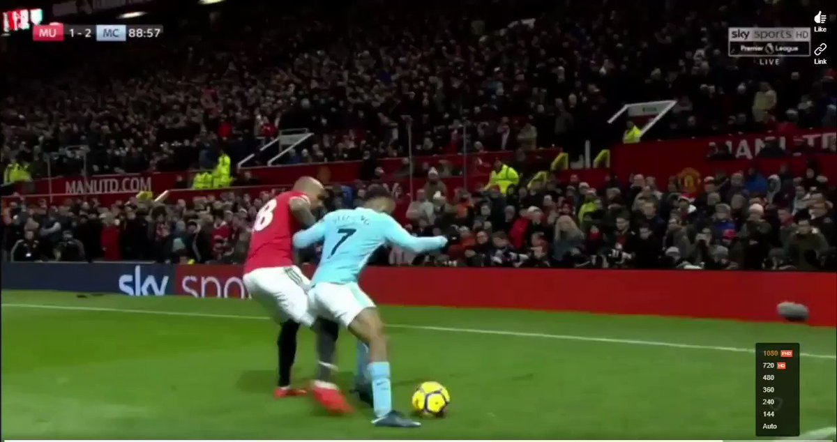 RT @FootyHumour: Taking the piss in Man Utd's backyard. This was so savage 😂😭 https://t.co/bdQWcKeTYV