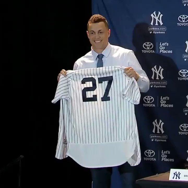 Giancarlo Stanton is officially a Yankee. https://t.co/KXnNM3IASd