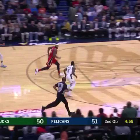 Air Giannis coming at ya! #FearTheDeer https://t.co/uufNDCl8n1