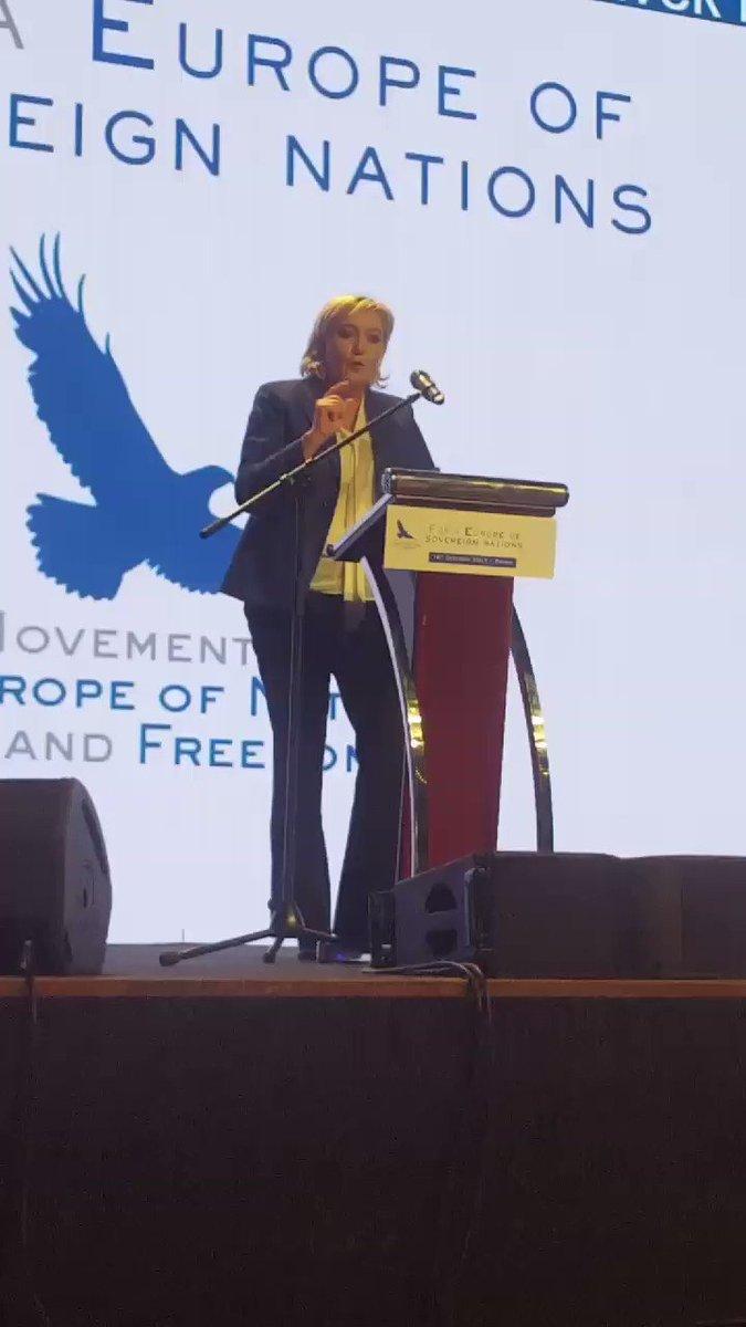 #Prague discours de @MLP_officiel devant 2000 patriotes tchèques et en présence de nos députés @enl_france https://t.co/FnPkoN2oXk