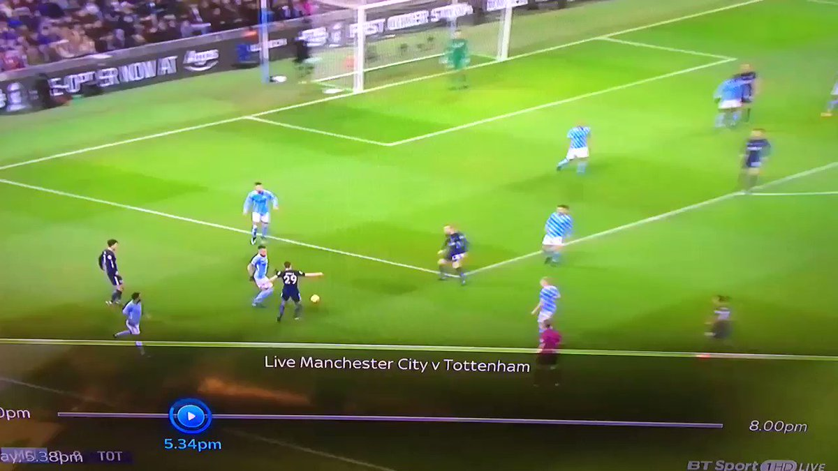 That's a joke. Referee doesn't give a  penalty on Mangala when Rose pushes him in the back and it's the same referee that gave one against Lovren last weekend! Where's the consistency Craig Pawson? https://t.co/hoh2XeWFlY