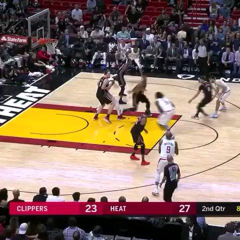 Grown man dunk from Montrezl! https://t.co/BBDVetBKqH