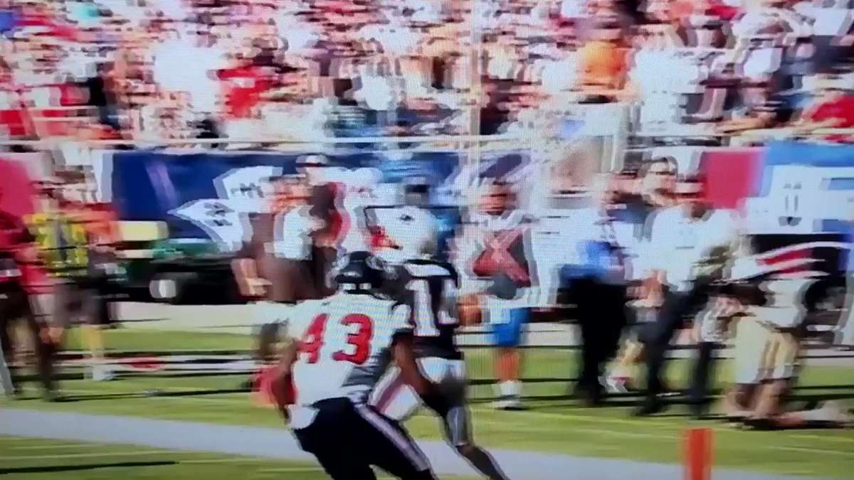RT @Armani_xChange: @aaronpaul_8 This is somehow a touchdown though https://t.co/plr8LCOMFS