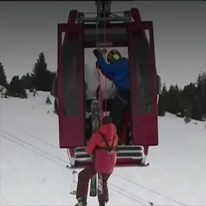A dramatic rescue for 150 people who were trapped in ski lift gondolas in the French Alps   https://t.co/BPhL229iDg https://t.co/SukuY6saVH