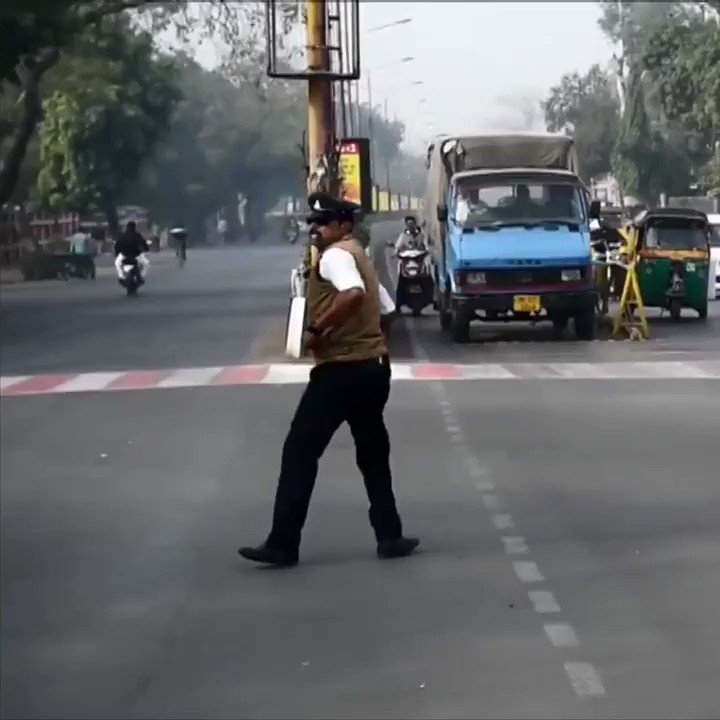 India's pop and lock traffic cop ������ https://t.co/DYQUPRfQ06