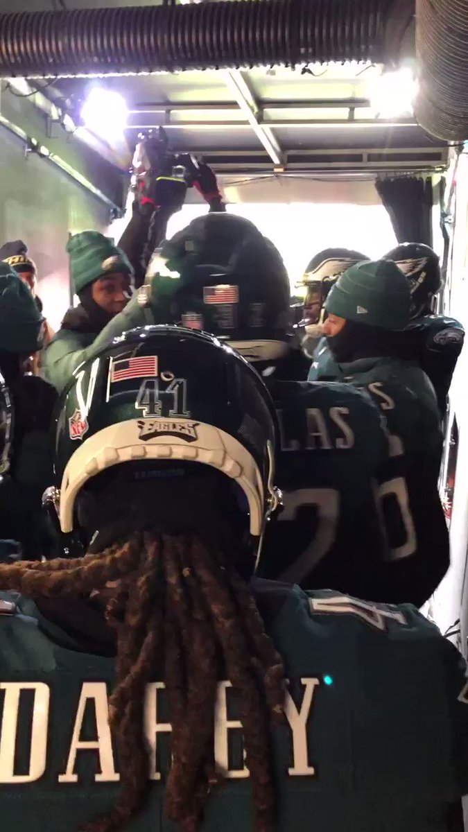 DBs ready.   #FlyEaglesFly https://t.co/U4XM0hCh7M