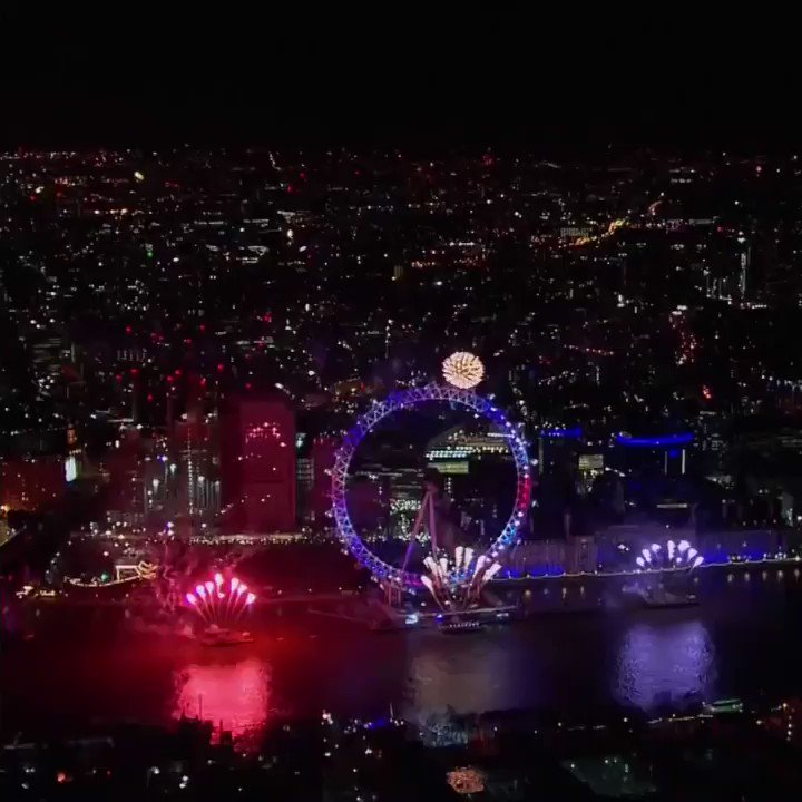 Happy New Year!  From Sydney to Moscow, Pyongyang to London - this is how the world welcomed #2018 https://t.co/qrmPiQDG19