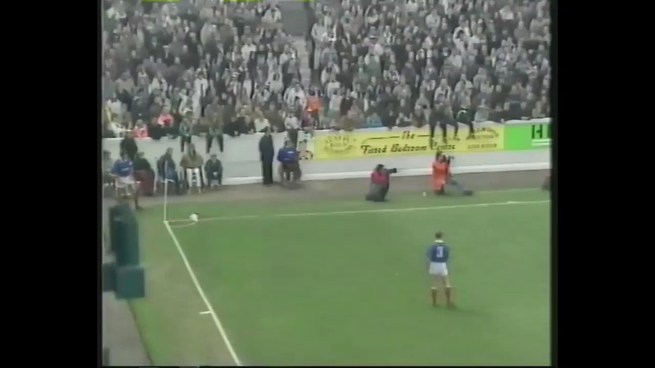 One of the best #Pompey #FACup goals: @DarrenAnderton's super strike against Leyton Orient in the 4th Round 1992. #PompeyHistory https://t.co/K69PKbT8ps